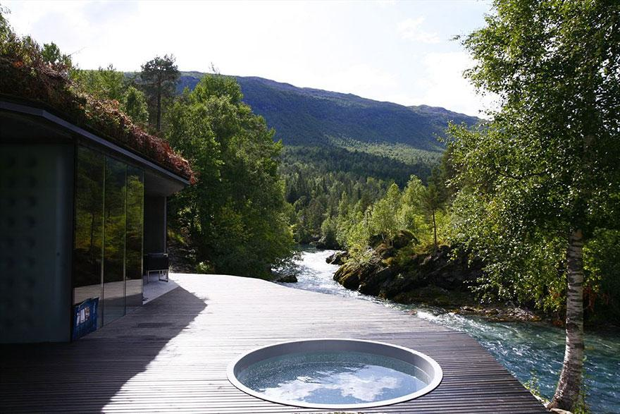The most amazing hotels in the world part 4 backpacking for Small luxury hotel 7 little words